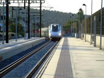 Llegada del AVE a la nueva estación de Loja. FOTO: EL CORTO