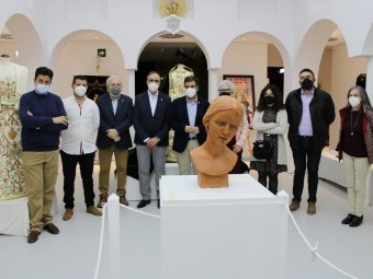 Representantes de las Hermandades que colaboran con la exposición. FOTO: A. MATAS