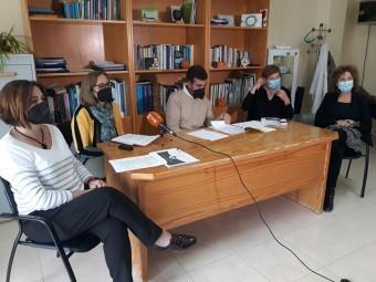 Técnicos y autoridades, presentando la memoria de actividades del Centro. FOTO: CALMA
