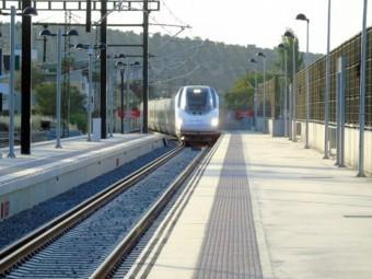 Un tren llega a la estación de Alta Velocidad de Loja. FOTO: EL CORTO