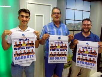 Cartel anunciador de la campaña de abonos del equipo Loja CD. FOTO: C. MOLINA