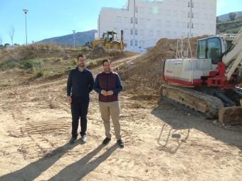 Ordoñez y Camacho visitaron ayer la zona del Mantillo. FOTO: C. MOLINA