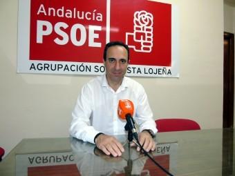 Gonzalo Vázquez, secretario general del PSOE lojeño, rueda de prensa. FOTO: CALMA