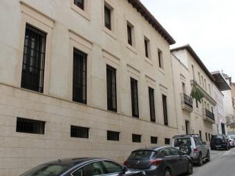 Fachada principal de los juzgados de Loja en la calle Real. FOTO: CALMA