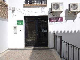 Entrada principal del Centro Comarcal de Drogodependencias en Loja. FOTO: EL CORTO