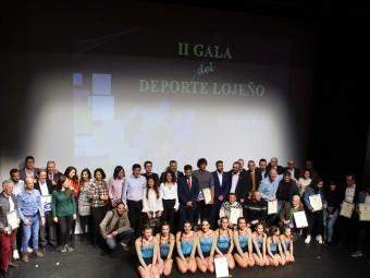 Foto de familia con las personas y clubes premiados y nominados. FOTO: MIGUEL JÁIMEZ.
