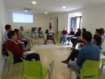 Regidores y técnicos, durante la reunión que mantuvieron en Loja. FOTO: C. MOLINA