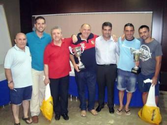 Las primeras parejas en el campeonato junto a la organización y las autoridades.