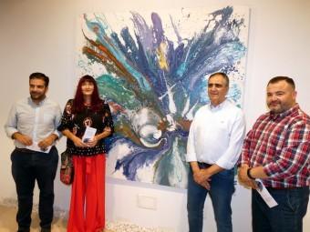 La artista junto con el alcalde y los concejales de Cultura y Deportes. FOTO: PACO CASTILLO
