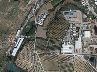 La ampliación permitirá disponer de suelo a ambos lados de vial de Alcaudique. FOTO: MAPS