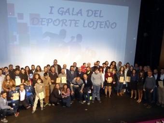 Los galardonados del pasado año posan en una foto de familia. FOTO: MIGUEL JÁIMEZ