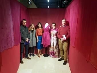Las autoras de la muestra junto al director y el concejal de Cultura. FOTO: J. ÁGUILA