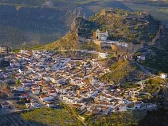 Vista aérea de la localidad de Moclín por donde discurre una vía del Camino de Santiago.