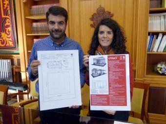 Joaquín Camacho y Paloma Gallego muestran las características del stand de Loja en Fitur