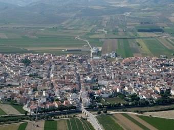 Vista aérea de la vecina localidad de Huétor Tájar, en plena vega.