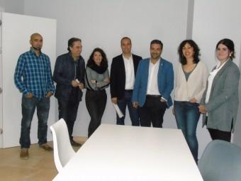 El Ayuntamiento entregó las llaves a los cuatros emprendedores. FOTO: C. MOLINA