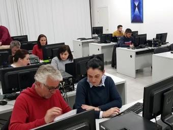 Una de las sesiones del curso de contabilidad que organiza la Agrupación. FOTO: R.P.