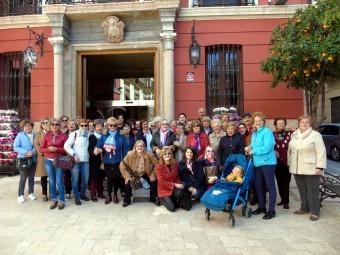 Grupo de mujeres que ha participado en el paro reivindicativo del 8M. FOTO: C. MOLINA