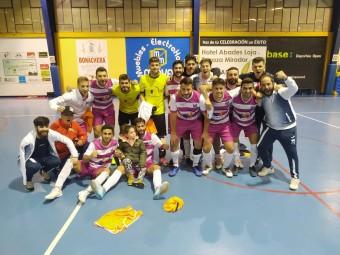 Los jugadores del deportivo Loja celebran su triunfo frente al Málaga Futsal. FOTO: M. JÁIMEZ
