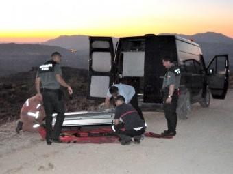 Tras el rescate, se ultiman los preparativos para el traslado del cadáver. FOTO: J. MARTINEZ