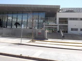 Fachada principal del Centro Hospitalario de Alta Resolución en Loja. FOTO: EL CORTO
