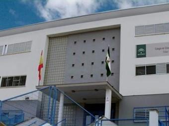 Fachada trasera del colegio público Rafael Pérez del Álamo. FOTO: EL CORTO