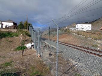 El paso de la Esperanza a Las Peñas quedó cerrado tras las obras del AVE. FOTO: CALMA