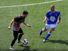 Funes conduce el balón en el partido del Loja ante el Alhaurino. FOTO: PACO CASTILLO