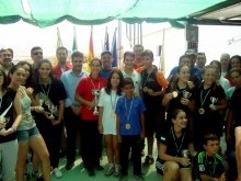 Tiradores premiados en la competición junto a organizadores y autoridades locales.