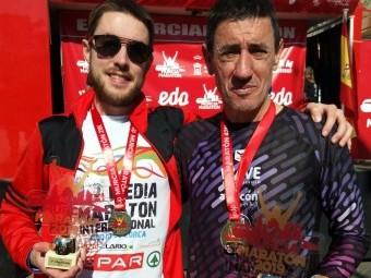 José Miguel Cotilla y su hijo tras su primer puesto en Murcia.