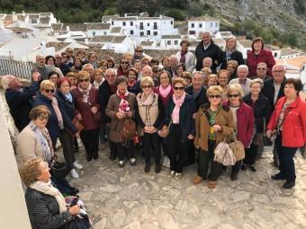 Un momento de la visita de la asociación a Zuheros