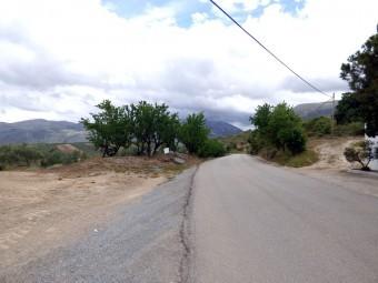 Carretera que une la A-92 con la pedanía de Fuente Camacho. E. C.