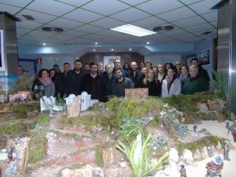 Miembros de la Agrupación de Cofradías, junto a autoridades. FOTO: C. MOLINA