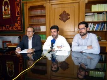 Martinez, Camacho y Ordoñez, durante la firma del acuerdo. FOTO: CALMA