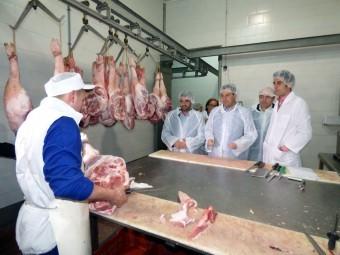 Los representantes políticos visitan las instalaciones de 'García Lizana'. FOTO: CALMA