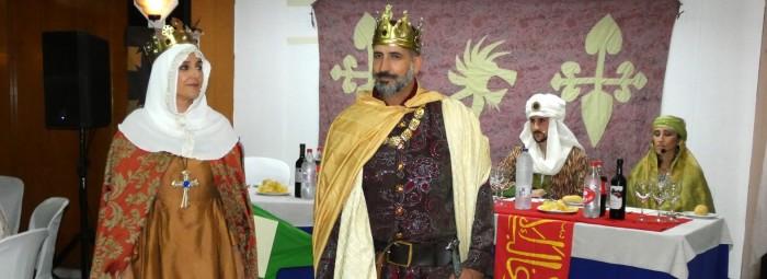 Los Reyes Isabel y Fernando, durante la cena-teatro delante de Boabdil y Moraima. FOTO: P.C.