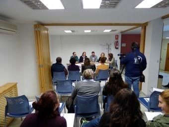 Una de las sesiones que se organizan en la Escuela de Padres. FOTO: ELCORTO