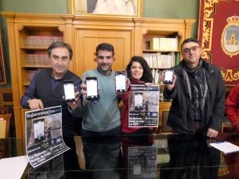 Francisco Izquierdo, Joaquín Camacho, Paloma Gallego y Ramón Pérez, muestran la aplicación