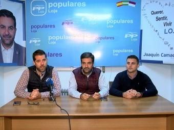 El parlamentario andaluz (dcha) informó sobre la propuesta de presupuestos. FOTO: C.M.