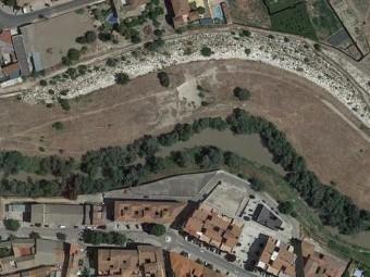 Área, entre los dos puentes, que abarcará el parque fluvial. FOTO: G. MAPS
