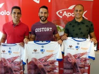 David López, Corbacho y Cámara posan con la camiseta del Loja. FOTO: PACO CASTILLO.