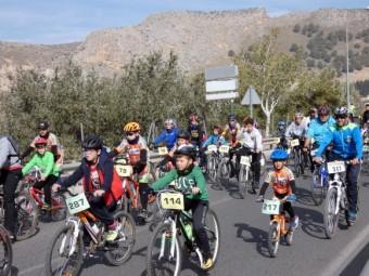 Un numeroso grupo de ciclistas durante la edición del pasado año. FOTO: PACO CASTILLO