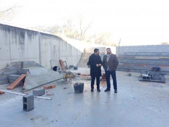 El alcalde y el concejal durante una visita a las obras del Skatepark. FOTO: JORGE ÁGUILA