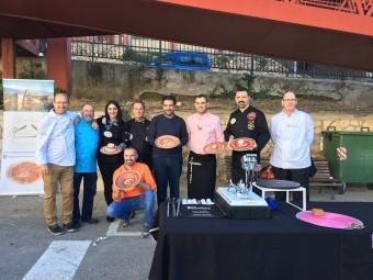 Los cortadores participantes junto al alcalde. FOTOS: ALBERTO A. MATAS