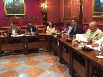 Joaquín Camacho, junto al regidor granadino, en la reunión de la Mesa del Ferrocarril.