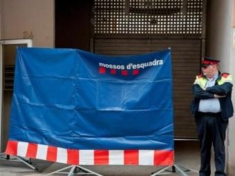 Domicilio donde se halló el cuerpo de la mujer asesinada en Olot. FOTO: EL CORTO