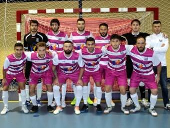 Plantilla y cuerpo técnico del Deportivo Loja FS masculino durante un partido este año.