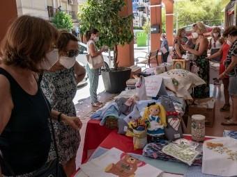 Numerosos artículos se pusieron a la venta en el mercadillo. FOTO: MIRAQUETEDIGA.ES