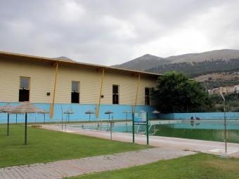 El complejo de Piscinas 'Genil' ya se está acondicionando para la apertura a partir del 25 de junio.