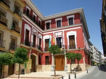 Fachada principal del Ayuntamiento de Loja. FOTO: EL CORTO
